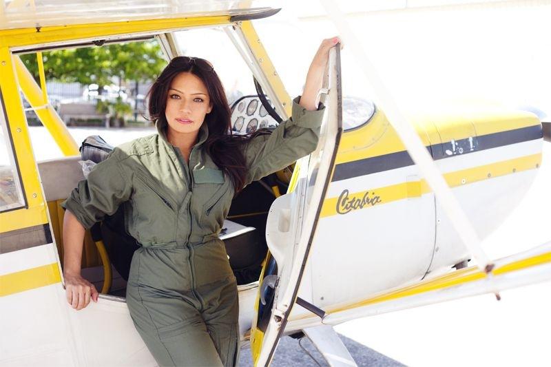 Zinnia Kilkenny solos Citabria at AeroDynamic Aviation at Reid Hillview Airport in San Jose, CA.