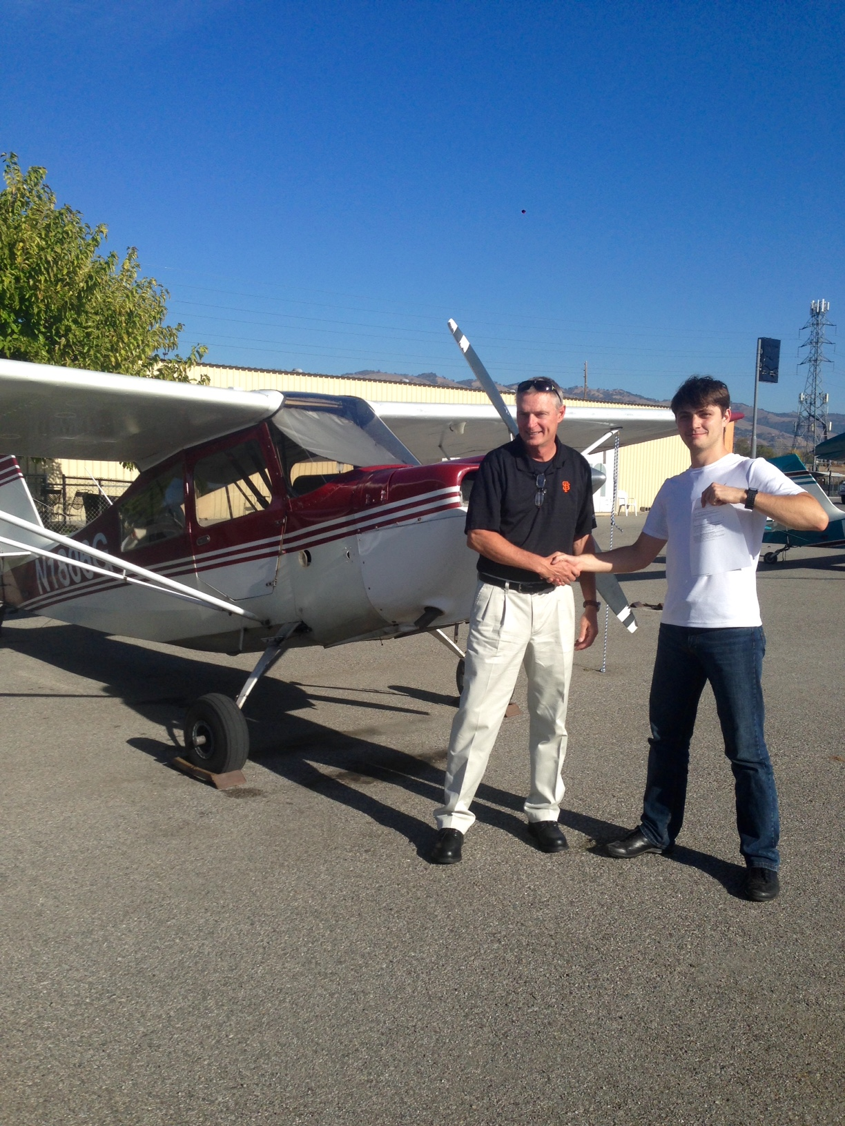 Artur Pilipenko with DPE Scott Rohfling after a successful checkride in N1806G!